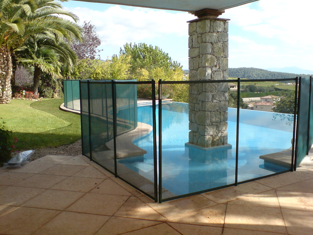 Barri res aquastar piscines for Brome piscine danger
